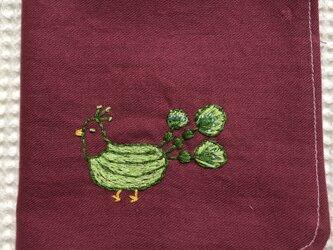 コットンの刺繍ハンカチ☆幸運の白孔雀の画像