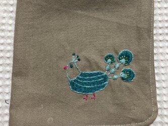 【受注製作】コットンの刺繍ハンカチ☆幸運の白孔雀の画像