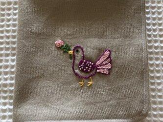 コットンの刺繍ハンカチ☆鳩の画像