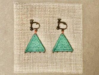 ゆらゆら彩る、刺繍ピアス/イヤリング(三角)の画像