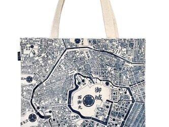 江戸東京トートマップ(片面が現在の地図柄、もう片面が幕末古地図柄)生成りの画像