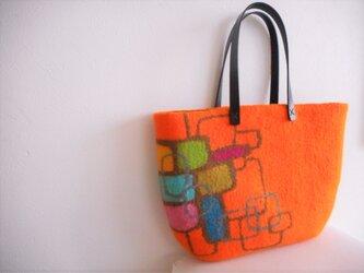 オレンジが美しいバッグの画像