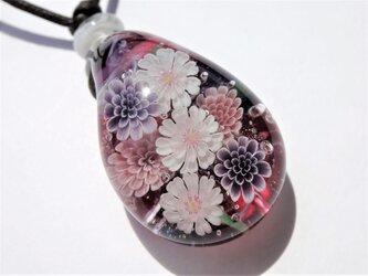 《子福桜とマム》 ペンダント ガラス とんぼ玉 桜 敬老の日 ボルドー 秋の画像