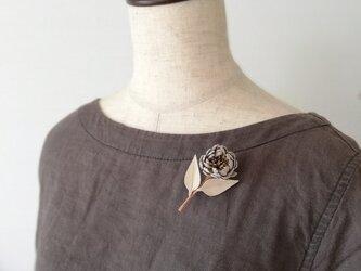 小菊のブローチ(ベージュホワイト)の画像