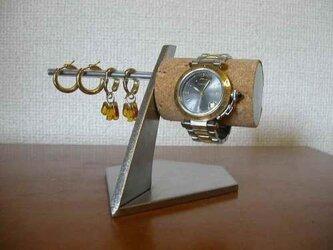誕生日プレゼントに 腕時計、イヤリングスタンドの画像