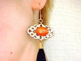 オリエンタルプリンセスピアス ショートタイプ(オレンジ×ネイビータッセル)の画像