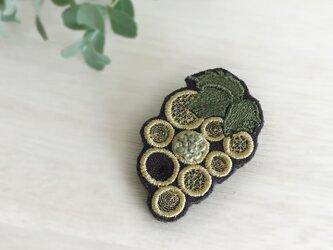 ブドウ刺繍ブローチ(ゴールド)【受注生産】の画像