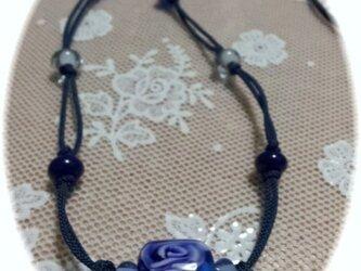 青い花玉のネックレス(とんぼ玉)の画像
