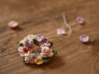 【受注製作】かぎ針編み花のアクセサリ・ブローチの画像