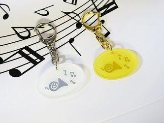 ホルンと音符のキーホルダーの画像