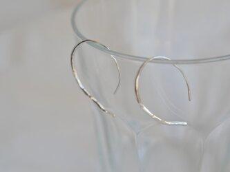 銀線に槌目のシンプルピアス 110の画像