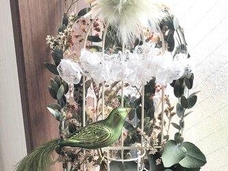 ボタニカルな鳥かごデザイン/プリザーブドフラワー壁掛けの画像