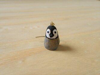 ピアス 木彫り 片耳 エンペラーペンギンベビー 17の画像