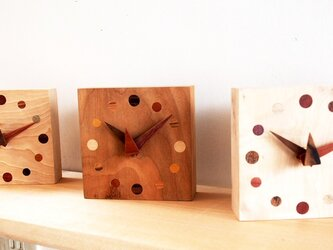 【dainozi様専用】140mm×140mm メープル材自然木埋め木の置き時計の画像