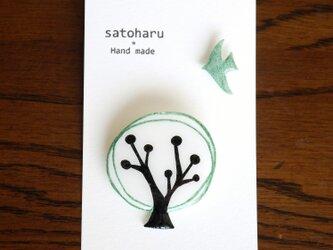 樹と鳥のブローチ*グリーン (受注制作)の画像