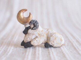 受中制作 ブローチ 微睡みの羊の画像