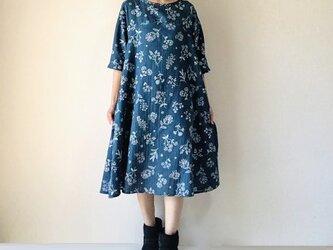 ステッチ刺繍調*草花のフレアワンピース*やわらかダブルガーゼの画像