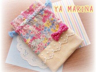 リボンブローチ付き きんちゃく袋 カラフル花柄×イエローの画像