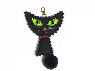 ポンポンしっぽの猫のバッグチャームの画像