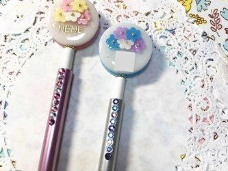 選べる2カラー!名前入り☆flowerブーケのキラキラボールペンの画像