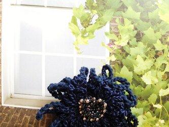 デイジー (紺 ビーズの立体花芯)の画像
