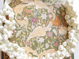 白の光沢 輝きをプラス 布のネックレス (金糸)の画像