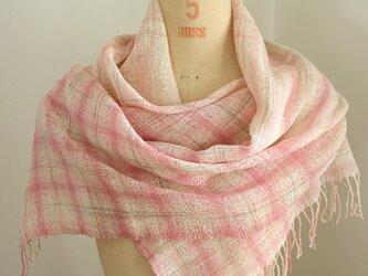 手織り ピンクの段染め麻ストールの画像