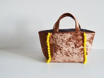 数量限定 ポンポントートバッグ ベロア キャメル の画像