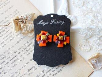 オレンジフラワー*ガラスのイヤリングの画像