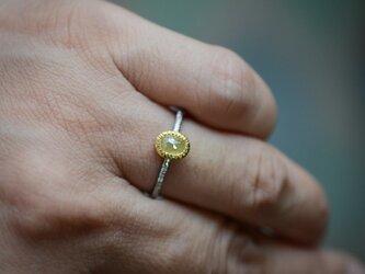 レモンイエローのナチュラル・ダイヤモンドの指環の画像