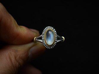 縦長オーバル レインボー・ムーンストーン(ラブラドライト)の指環の画像