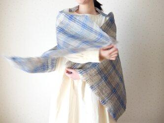 手紡ぎ・手織り 青いチェックとグレーのストールの画像