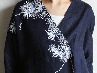 リネン羽織り・紺・海中植物の画像