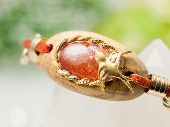 【赤い果実と小鳥のブレス】サンストーン×屋久杉/B144-1の画像