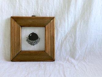 クヌギのどんぐりの切り絵フレームの画像