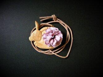 ネックレス 木彫り うさぎと尾花 ヒノキ 29の画像