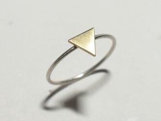 《三角》図形の一粒モチーフリング/〈幾何学・記号・図形・三角・丸〉シルバーと真鍮の画像