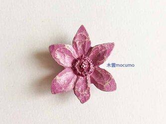 クスノキのブローチ *うす紫クレマチス* の画像