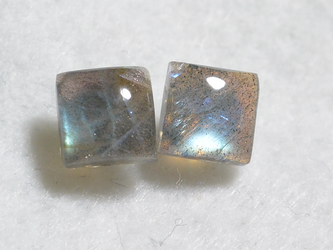 (1点もの)スクエアラブラドライトのスタッドピアス(10mm・チタンポスト)の画像