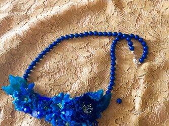 ブルーコレクション フラワーブーケネックレスAの画像
