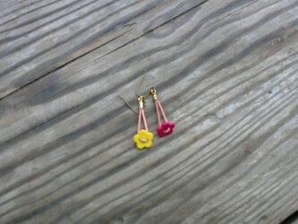 小花のピアス  Sの画像