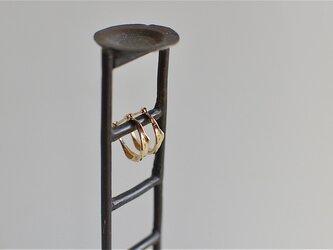 K18片耳ピアス  水の輪の画像