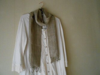 草木染(ヤシャブシ)手紡ぎ手織り シルク100%マフラーの画像