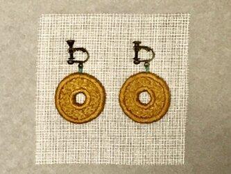 ゆらゆら彩る、刺繍ピアス/イヤリング(丸)の画像