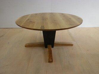 アイアン脚の節あり楢の円卓テーブルの画像