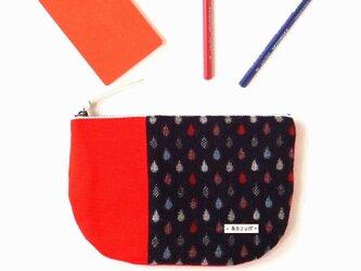 雨粒しずく柄ウールの半月型フラットポーチ・内ポケット付き(赤の帆布)の画像