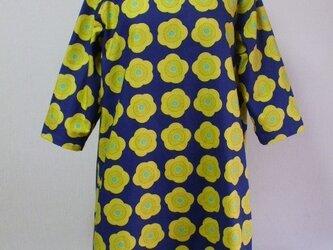 梅の花柄プリント ラウンドネック7分丈袖ワンピース 両脇ポケット付き Lサイズ 青色の画像