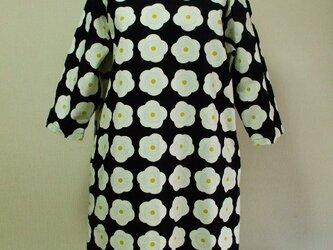梅の花柄プリントラウンドネック7分丈袖ワンピース 両脇ポケット付き Lサイズ 黒色 受注生産の画像