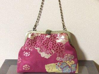 かぶせ口金バッグ・赤地に花柄の帯の画像
