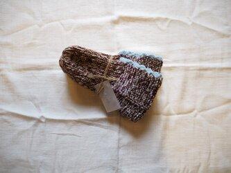 手編みのソックス ブラウンの画像